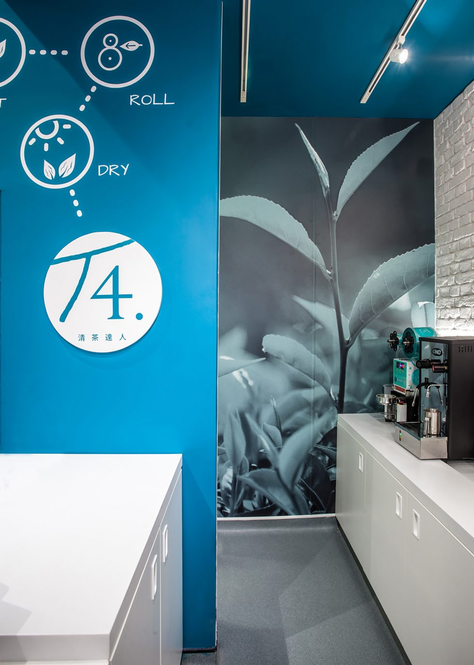 design clarity, wall signage, tea elaboration process, big picture on the wall, corian counter, white and clean, concrete floor