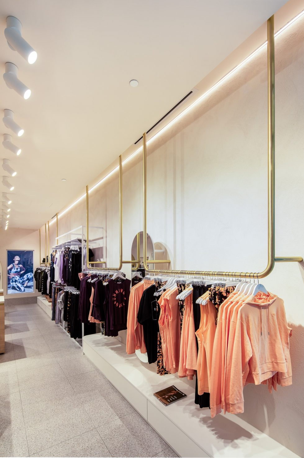 retail store design running bare bondi