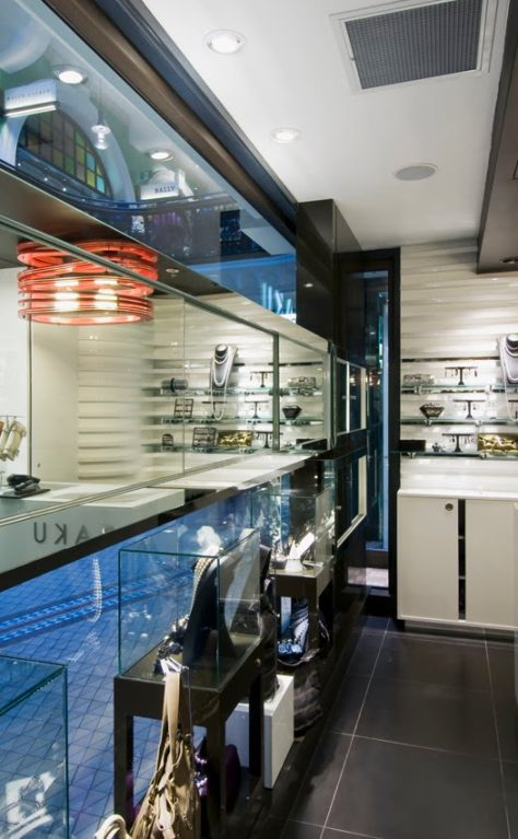 Retail design: smoke & mirror